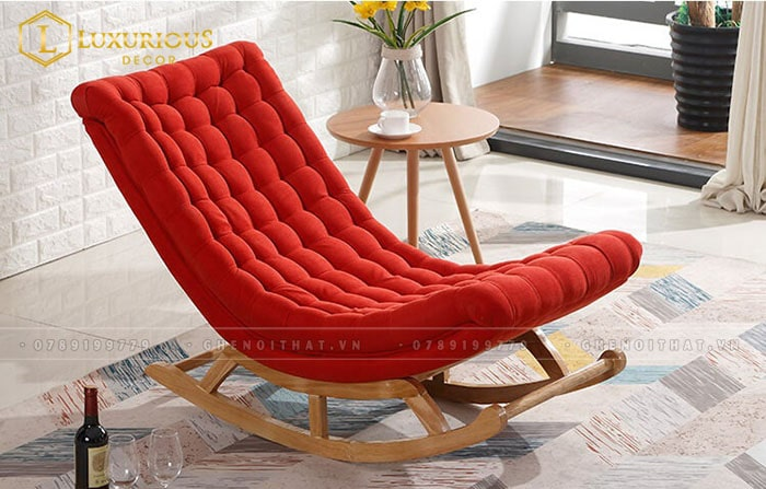 Ghế bập bênh màu đỏ