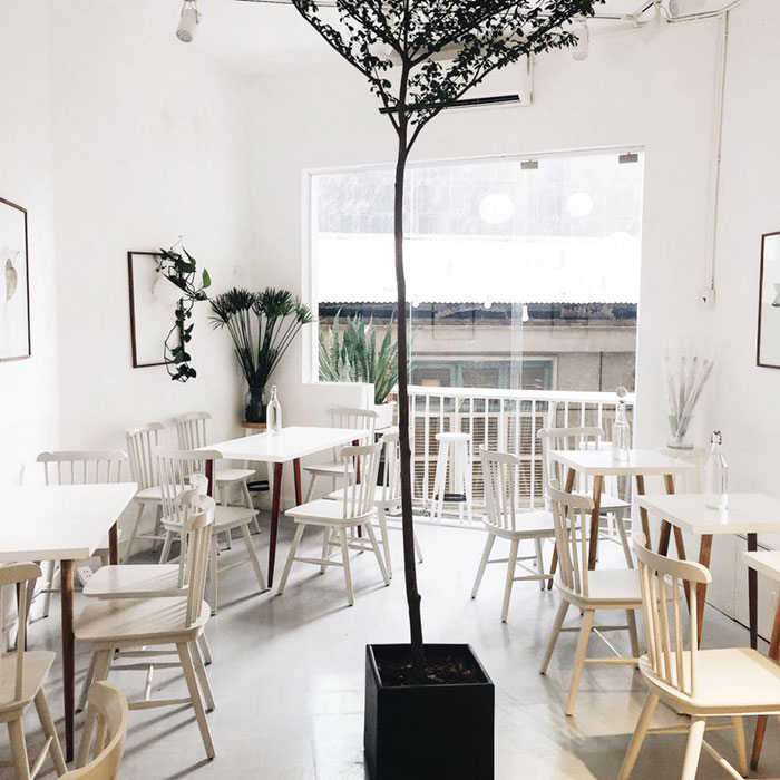 Bộ Bàn Ghế Pinnstol Trong Quán Cafe