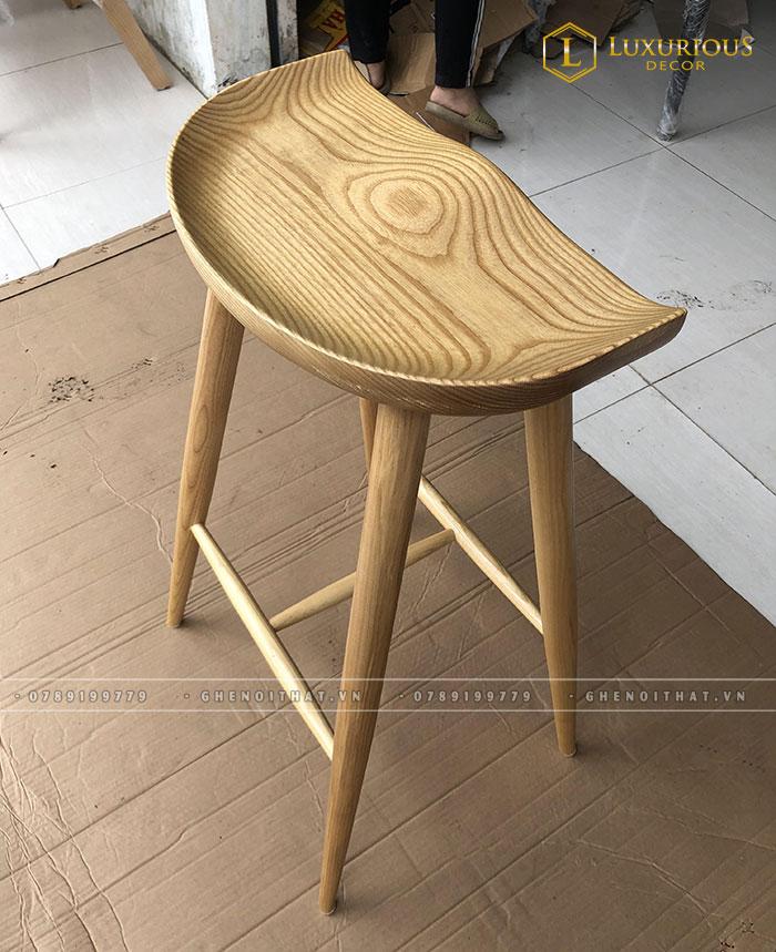 Ghế bar chân gỗ mặt lõm