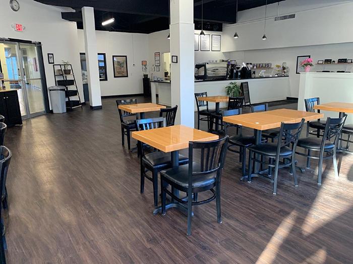 Quán Cafe Sử Dụng Mẫu Bàn Rất Hiện Đại